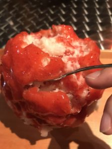 かき氷バンパクの苺杏仁みるく
