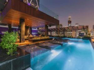 モードサトーンホテルのプール